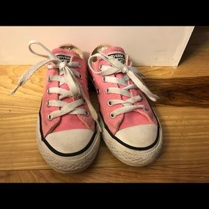 Converse girls pink shoes